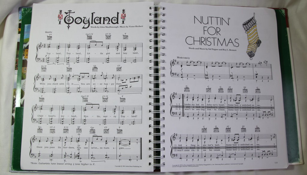 Inside Photo of the Reader's Digest Merry Christmas Song Book